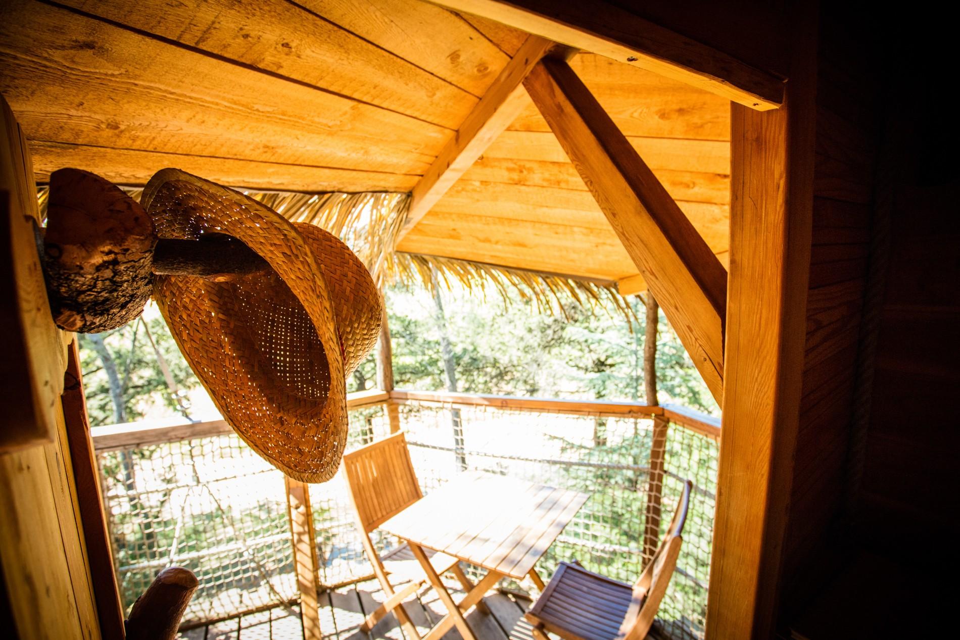 Photo 25 intérieur - cabane dans les arbres - Terrasse - hébergement insolite à Montpellier - Tourisme de nature - Domaine saint Jean de l'Arbousier, Castries, Hérault