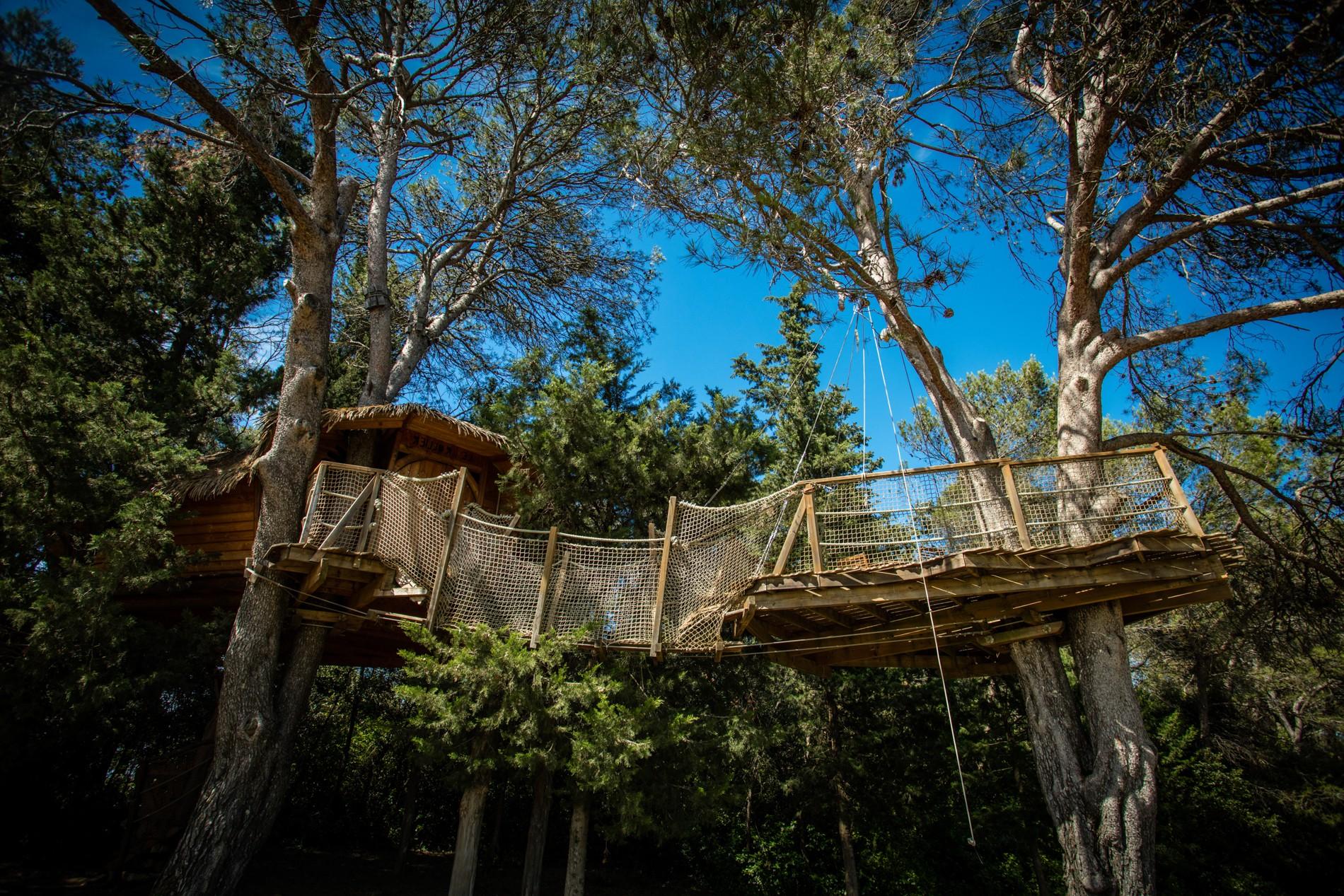 Cabanes dans les arbres au domaine de l'Arbousier, Castries - Cabane Rollier - Hérault Tourisme