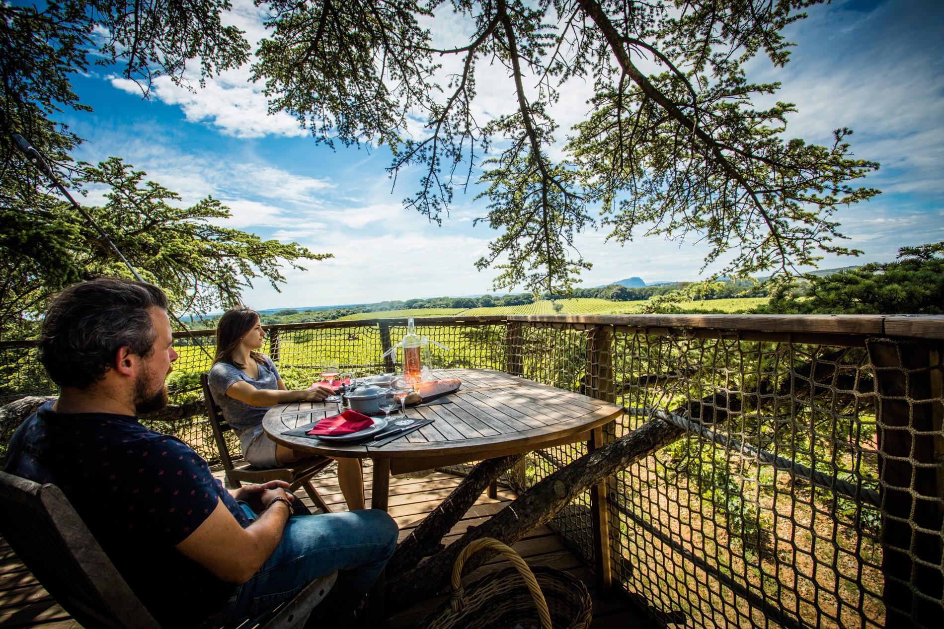Photo 19 extérieur - cabane dans les arbres - vue sur vignoble - hébergement insolite à Montpellier - Oenotourisme - Domaine saint Jean de l'Arbousier, Castries, Hérault