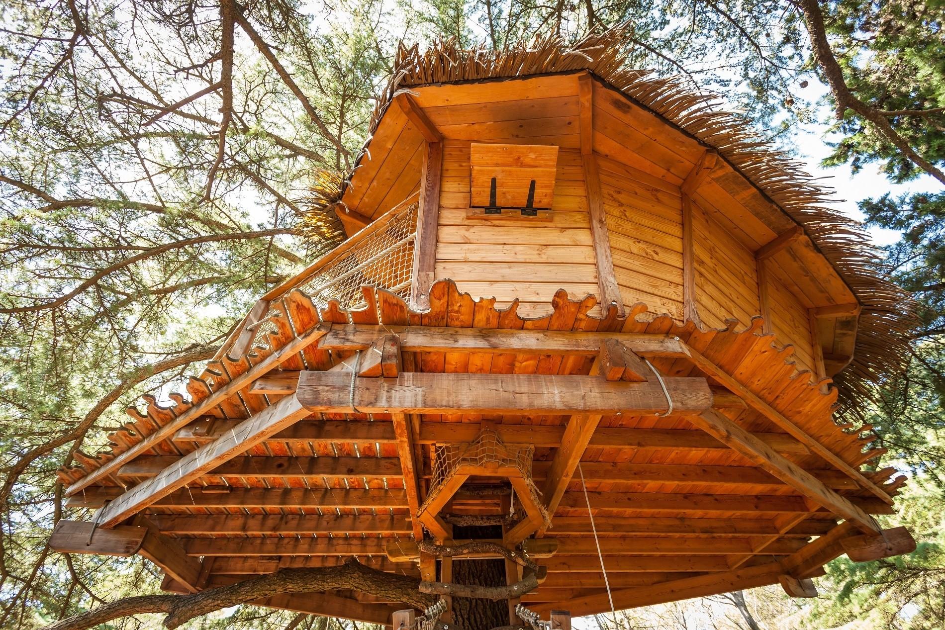 Photo 5 extérieur - Cabanes dans les arbres - Grand Duc -hébergement insolite à Montpellier - Oenotourisme - Domaine saint Jean de l'Arbousier, Castries, Hérault