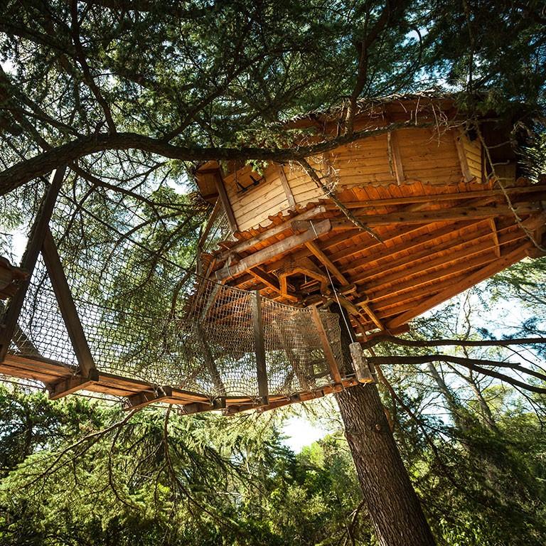 Cabanes dans les arbres - Grand Duc -hébergement insolite à Montpellier -séjour romantique Hérault - Domaine saint Jean de l'Arbousier